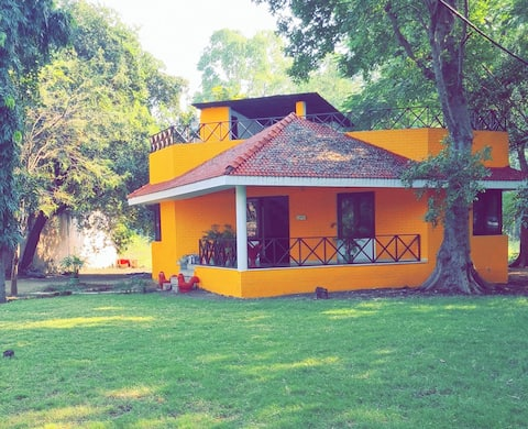 Sunvilla Cottage near the Lake (Only for Families)