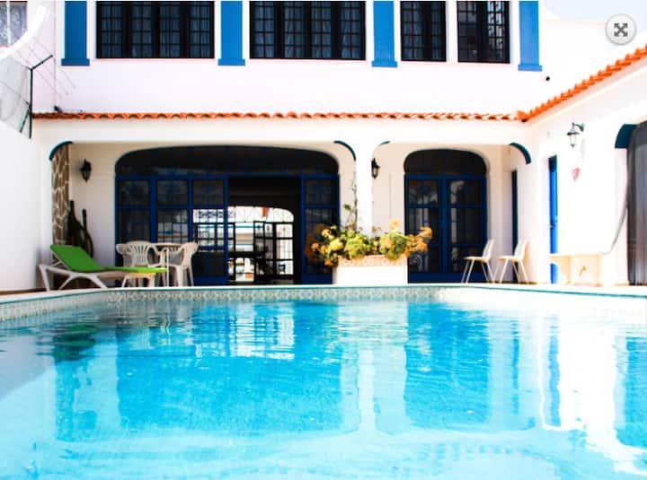 Apartamento T1 em condomínio privado com piscina