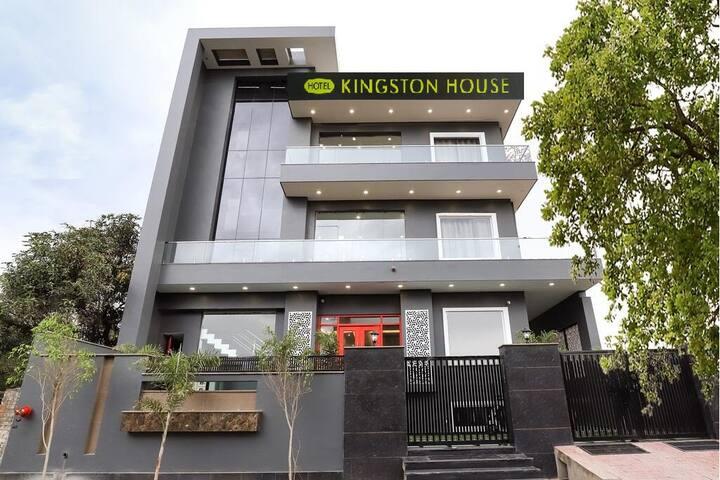 Kingston House at Kathauta Chauraha Gomtinagar Lko