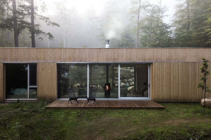 hinterhouse: a Scandinavian cabin near Tremblant