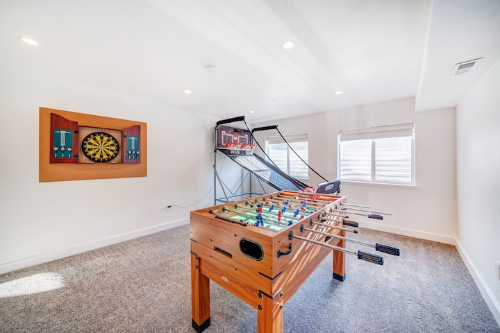 Private Basement with Remote Workspace