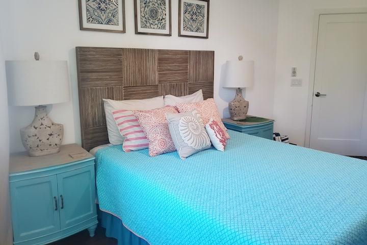 Blue Lagoon Private 1-bed+bath LUXURY Beach Studio