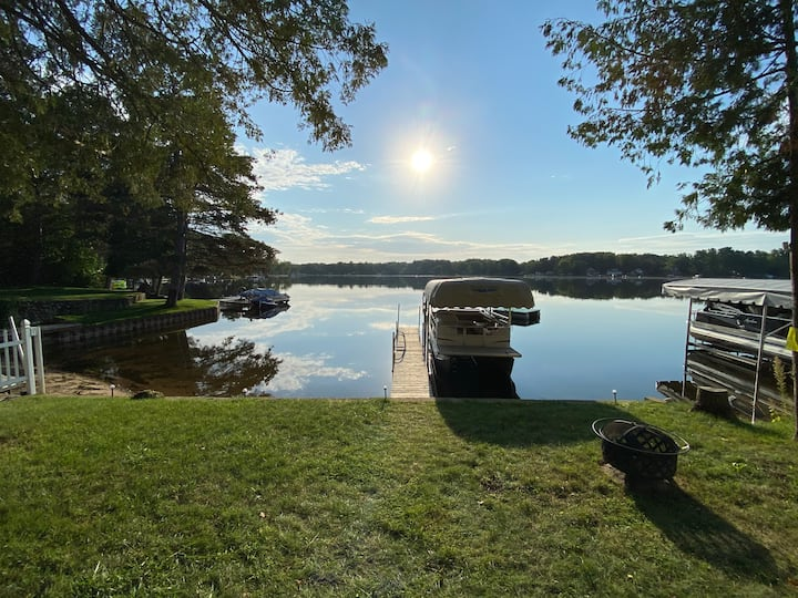 Lakefront Cottage on Wiggins Lake - Amazing View!