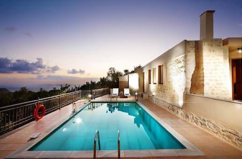 Newly restored 2bdr villa, seaviews, 5min to beach