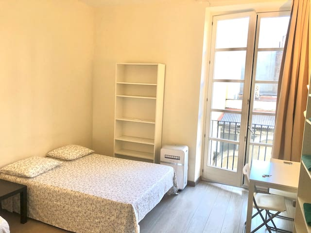 Large room in Center, private balcony