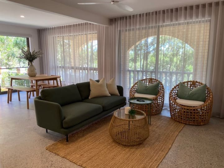 NEW! -Villa Palm Springs -Noosa heads hideaway