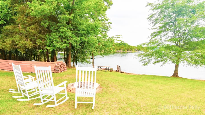 Twin Shores Lakeside Lodge