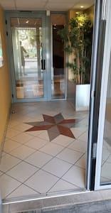 Couloir entrée du bâtiment