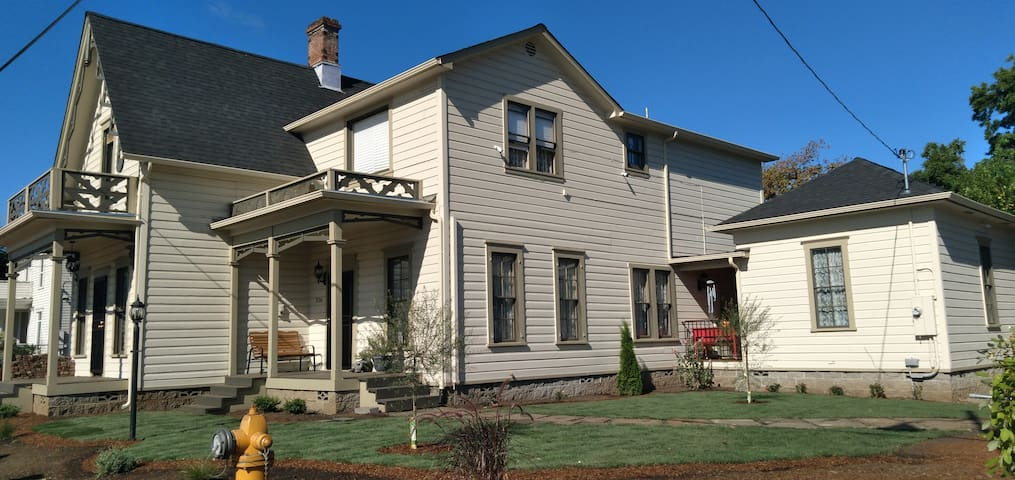 The Historical John Rast House-circa 1875 Johns rm