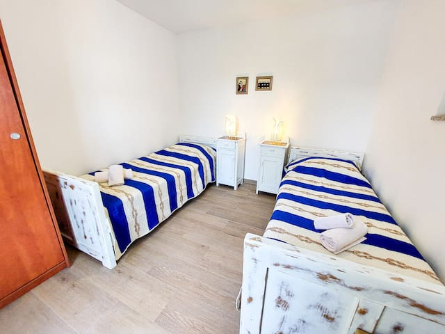 Sleaping room with two single beds