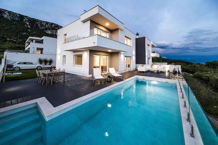 Exclusive Villa Ena *****