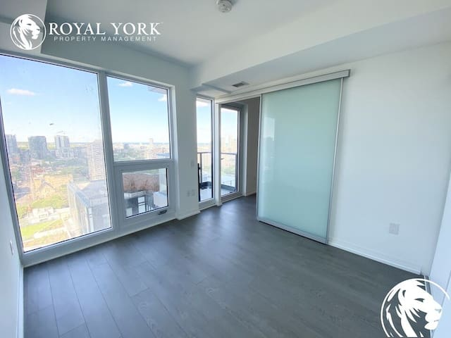 Central Downtown Penthouse, Parking, Swimming pool