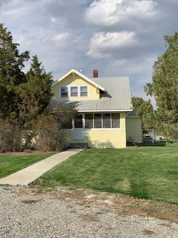 Montana Farmhouse Stay at working Cattle Ranch