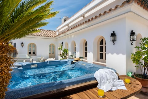 Apartment with Private Patio, Rooftop Terrace Pool