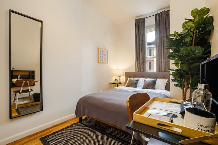 Spacious 1 Queen Bedroom in Upper West Side