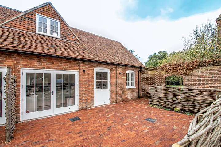 Cosy Kent eco-friendly cottage - dogs welcome