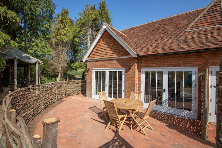 Cosy, dog friendly, farm cottage in Kent