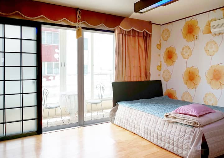산방산 인근 조용한 숙소 / 더블룸(기준2,최대4) / 공용 세탁실 무료/UN