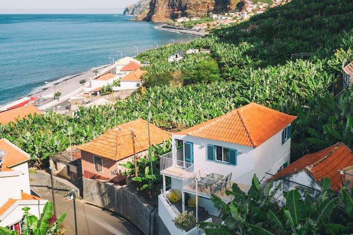 Tropical house :) 2 min to the sea, views, nature