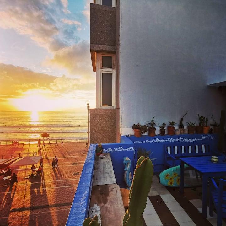Cama cuarto compartido de 6 - terraza vista al mar