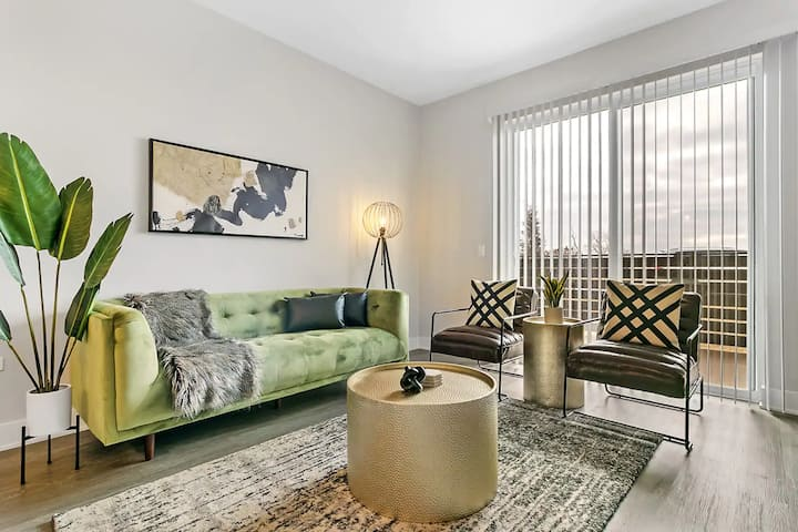 Brand New & Sparkling Clean 2BR Apt. in Oakbrook