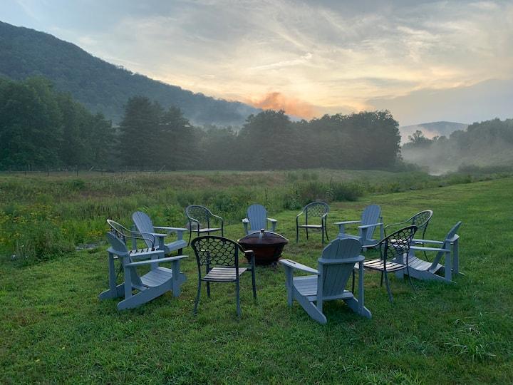 Entire Catskills Retreat & Spa (12 rooms/24 ppl)