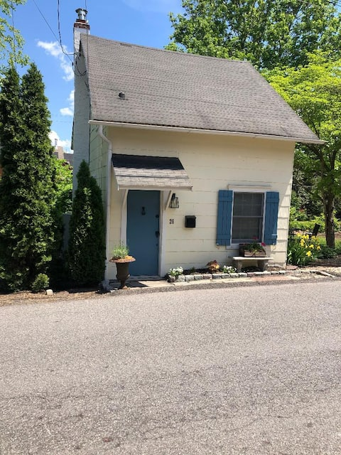 Historic Tiny Cottage on the Delaware Canal