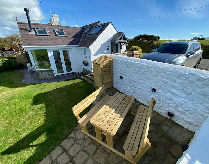 A unique, detached cottage, 1 mile from Aberdaron.