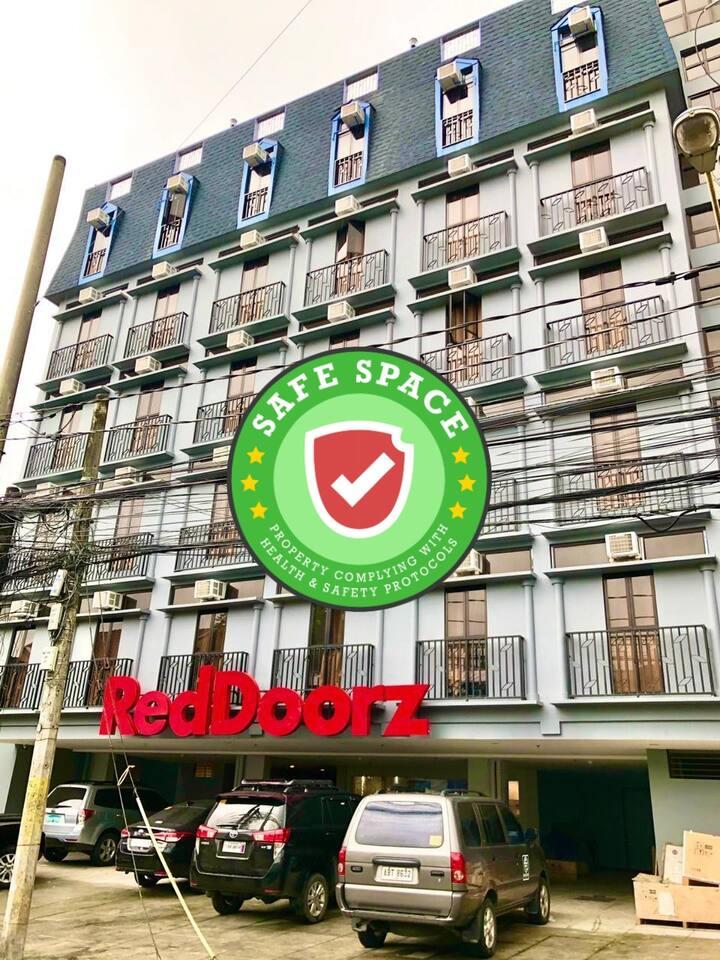 470 Reddoorz Plus @ Jardin Suites Guadalupe Nuevo
