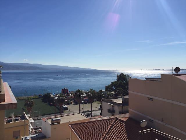 Casa con vista mare Messina - Zona Pace
