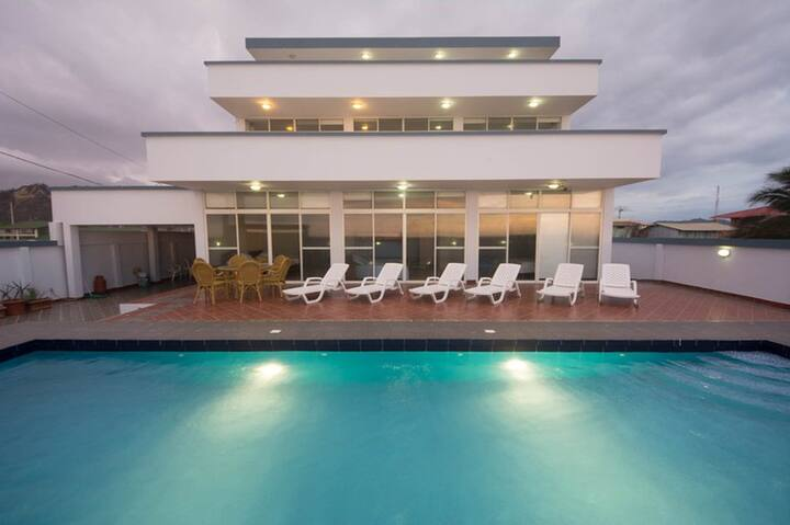 Fully Furnished Beachfront House Pool and Jacuzzi