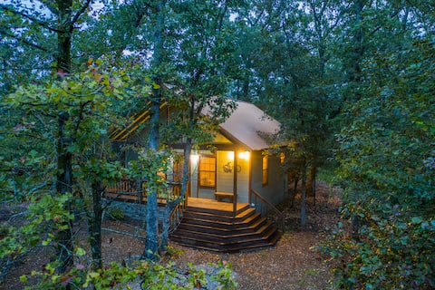 Travelin Light; Hot Tub, Fire Place, Sleeps 4