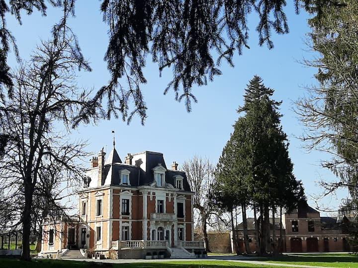 Geheel chateau in de Creuse