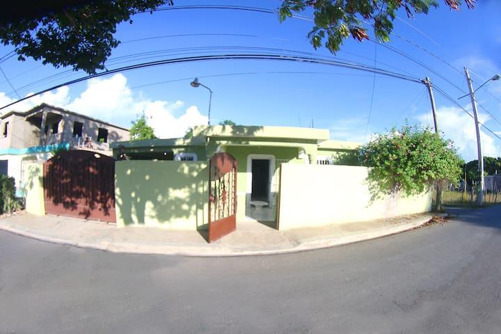 Casa Sosua, cómoda a 5 min de playa.( 5 huespedes)