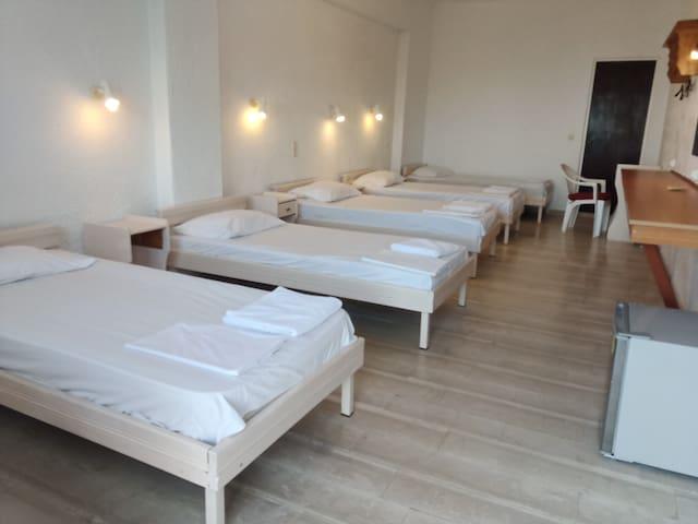 Seaview shared female room near beach & center
