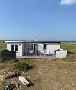 """Sommerhus i """"Badekåbe-afstand"""" fra Vesterhavet"""