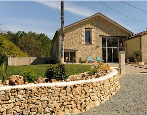 Grange de vacances  bord de  Dordogne
