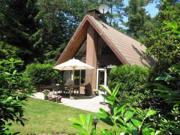 Unieke vrijstaande bungalow in bosrijke omgeving
