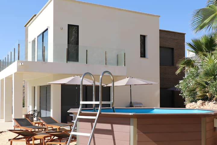 Luxe villa aan golfterrein op  10 min vanaf strand