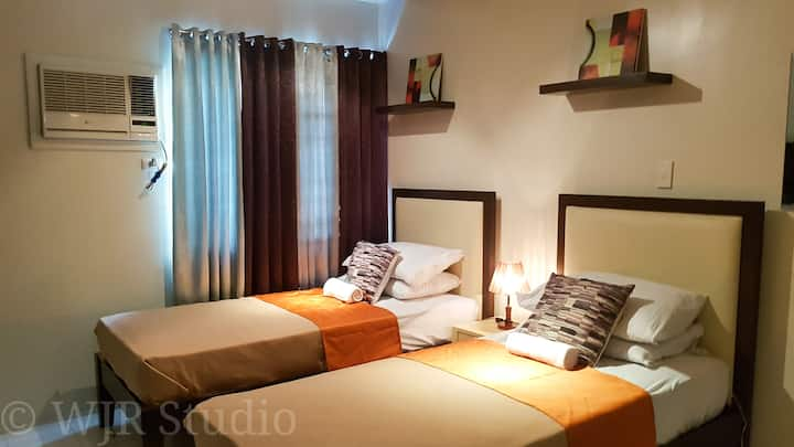 Deluxe Suite- For Couples FREE Parking in Alabang!