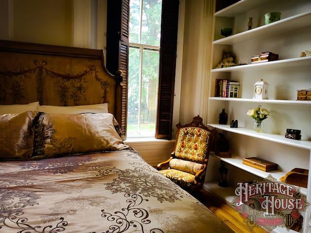 Grand Elegant Apartment in Victorian Mansion