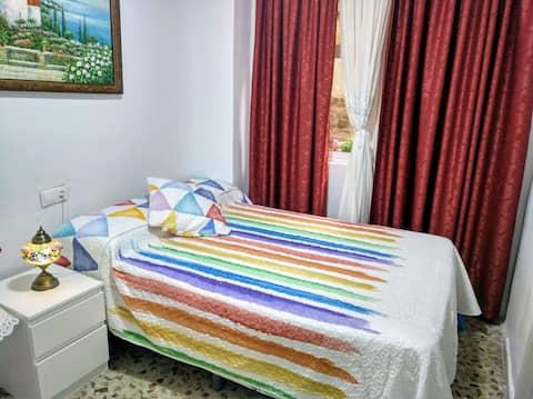 Agradable habitación con baño privado.