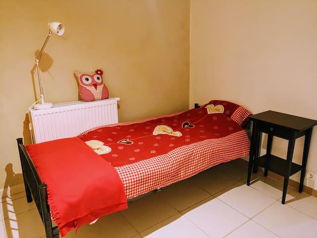 Seconde chambre avec un lit simple