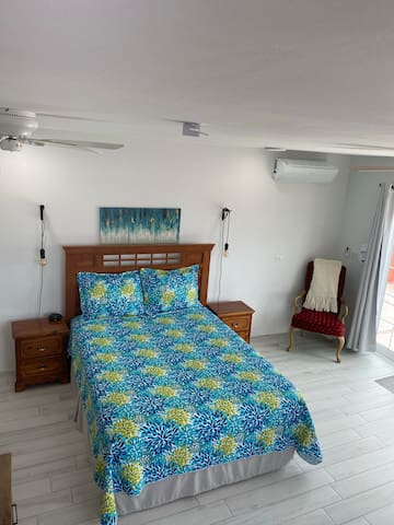 Queen Size Bed, Reverse Cycle AC, Ceiling Fans