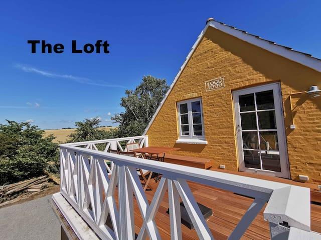 'The Loft' Apartment near beach
