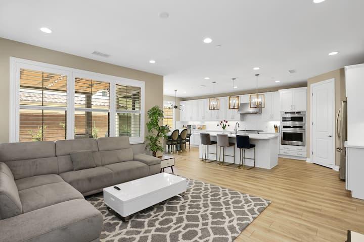 Entire Luxury Resort-Style Home in Irvine!
