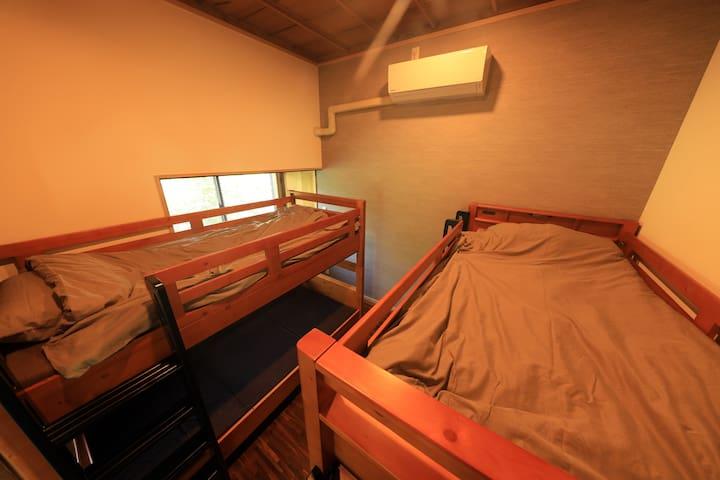 2段ベッドが2台あります。