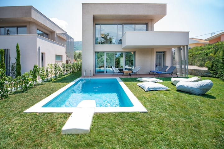 (NEW) Villa SunBlue Modern With Pool Sleeps 8