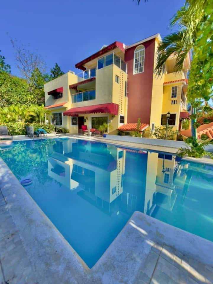 Spacious 7 Bedroom house with pool and Terrace