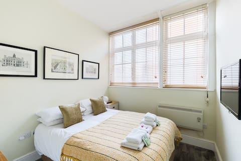 Hotel Style bedroom at Judges Lodgings +ensuite